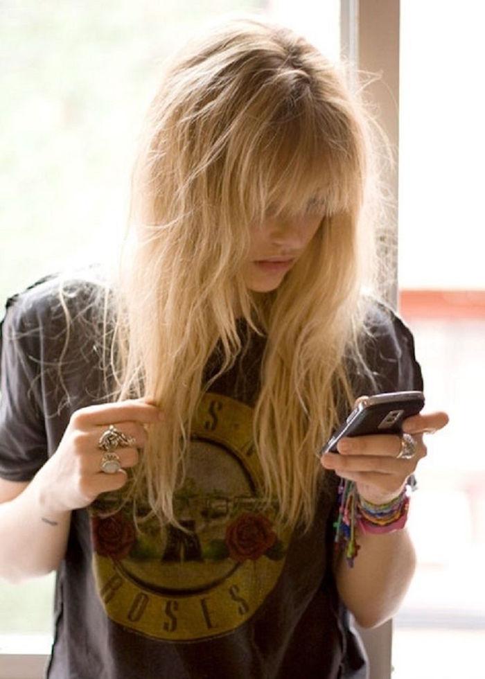 coiffure année 90 femme blonde cheveux decoiffes