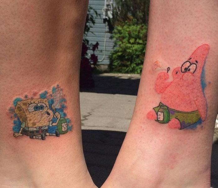 tatouage couleur, petits dessin sur la peau, idée tatouage pour meilleures amies à design Spongebob