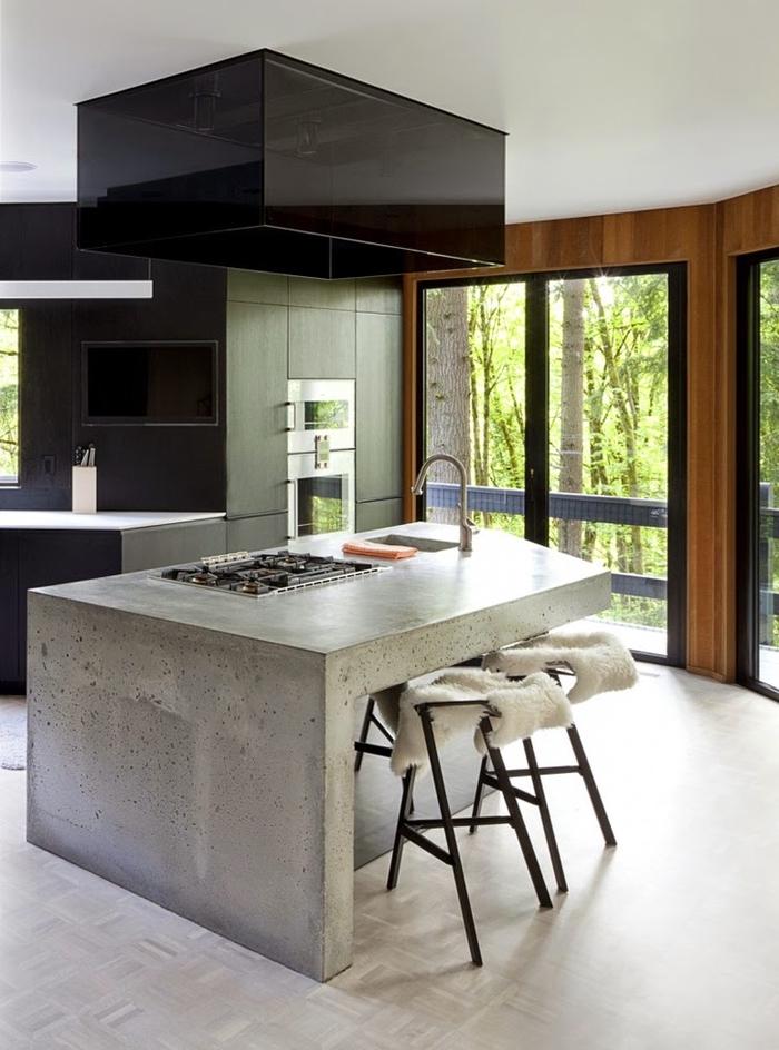 cuisine deco industrielle avec un îlot central en béton ciré qui complète le design épuré