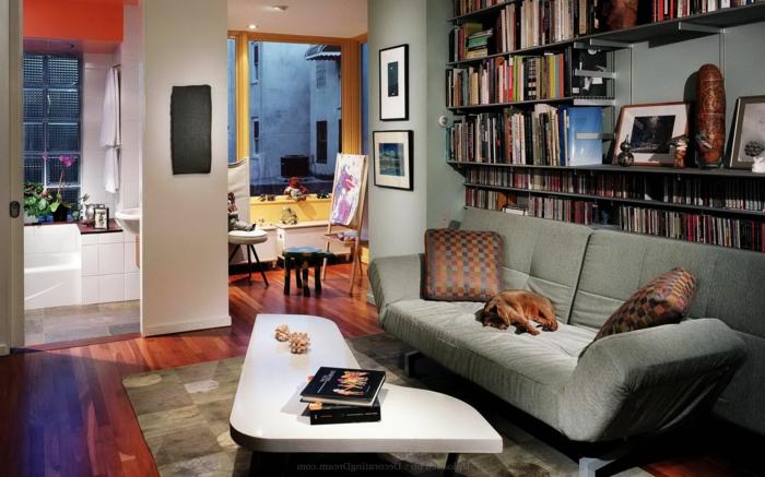 idée déco salon, tapis patchwork, canapé gris, coussins déco, grande étagère bibliothèque
