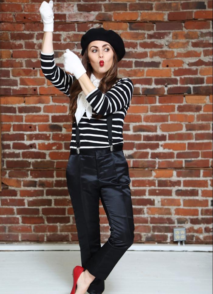 déguisement halloween femme mime, pantalon noir, corsage noir et blanc, beret, gants blancs, chaussures rouges