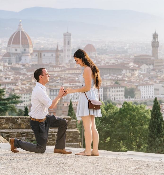 demande de fiancaille avec vue panoramique sur la ville de florence, italie, idée de vacances, voyage proposition