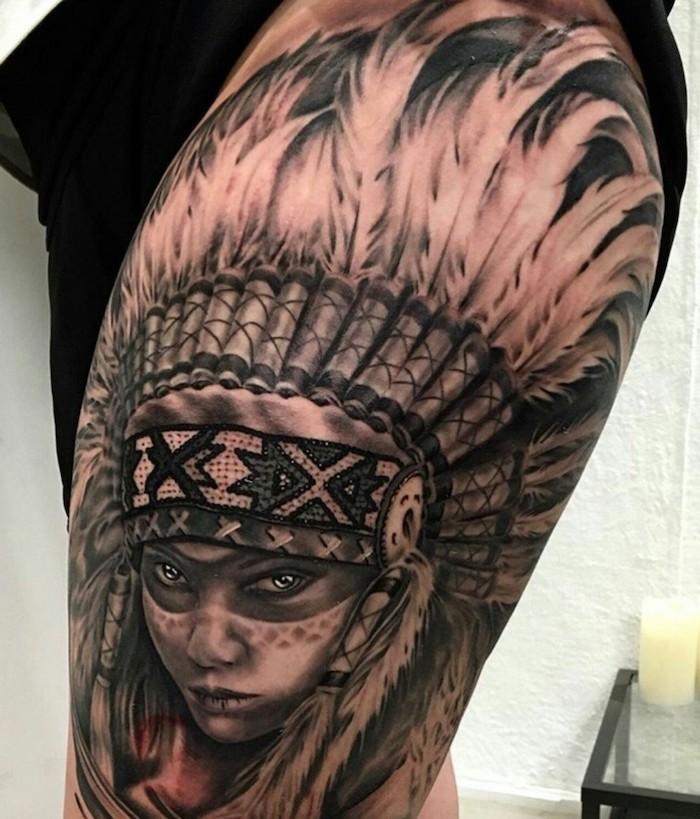 femme tatoué, dessin en encre sur la jambe, tatouage tête de femme guerrière avec couronne en plumes
