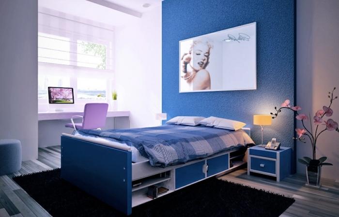 amenagement petite chambre enfant, bureau blanc avec vue sur la ville, deco interieur en nuances bleues