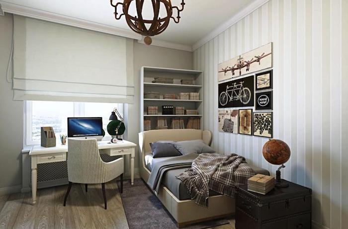 amenagement petite chambre enfant, papier peint rayé en blanc et beige, couverture de lit en gris foncé
