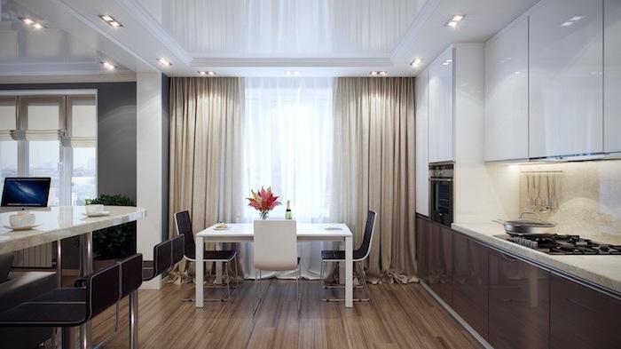 cuisine amenagee ouverte vers le salon, plafond blanc suspendu avec éclairage led, grande fenêtre avec rideaux longs en beige