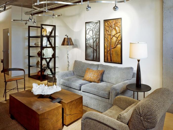 idee deco salon cocooning, canapé gris, table basse en bois naturel, panneaux abstraites, canapés gris