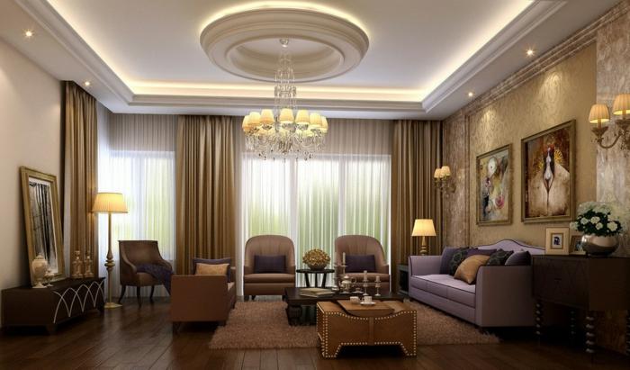 idee deco salon cocooning, tapis moelleux beige, plafond suspendu, plafonnier magnifique, salon de style baroque, chaises beiges