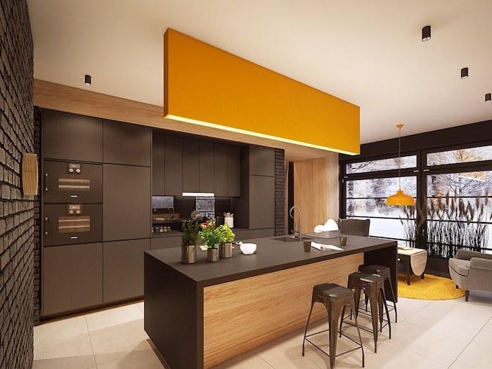 idee deco cuisine, revêtement de mur en briques noires, carrelage de sol blanc avec tapis rond jaune