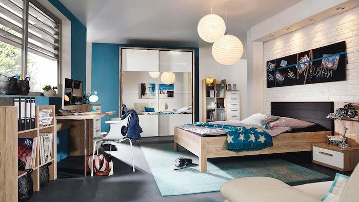 deco chambre ado garcon, chambre au plafond blanc et plancher noir, meubles en bois clair