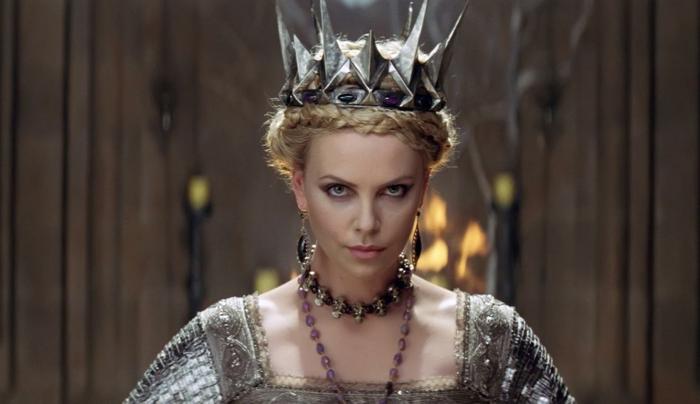 la reine de neige, se maquiller comme une princesse d'hiver, tresse couronne, robe métallique