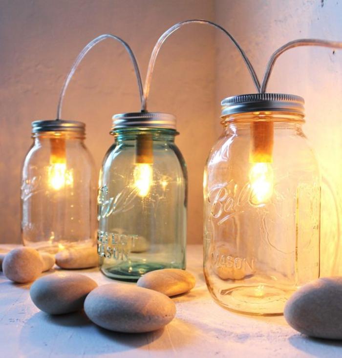 une suspension diy en bocaux en verre vintage pour un luminaire original d esprit récup