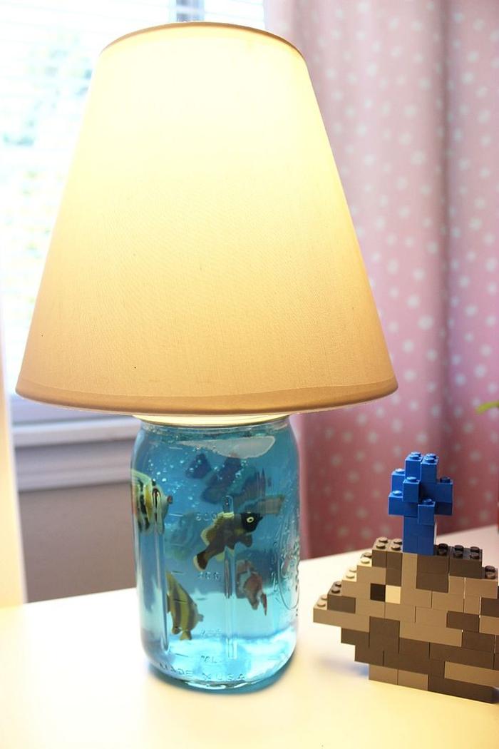 un projet diy lampe de chevet enfant façon aquarium en gélatine