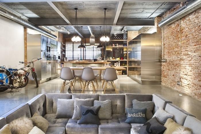 cuisine de style espace ouvert dans un loft industriel associant la fonctionnalité et le confort