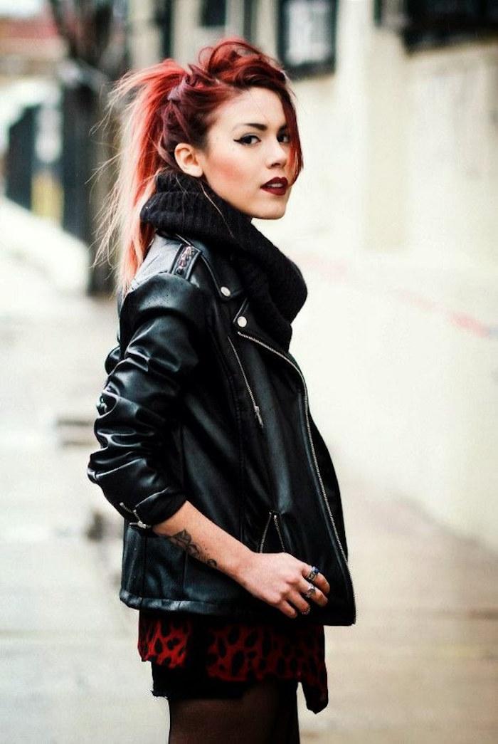 coupe de cheveux femme rock couleurs rouge bordeaux