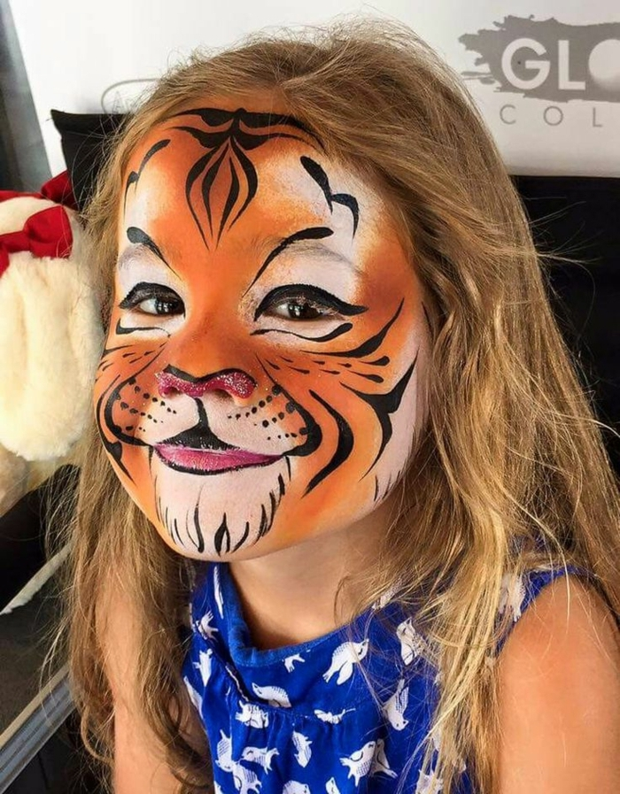 maquillage chat fille, idée déco visage halloween, tête tigresse ou visage chat
