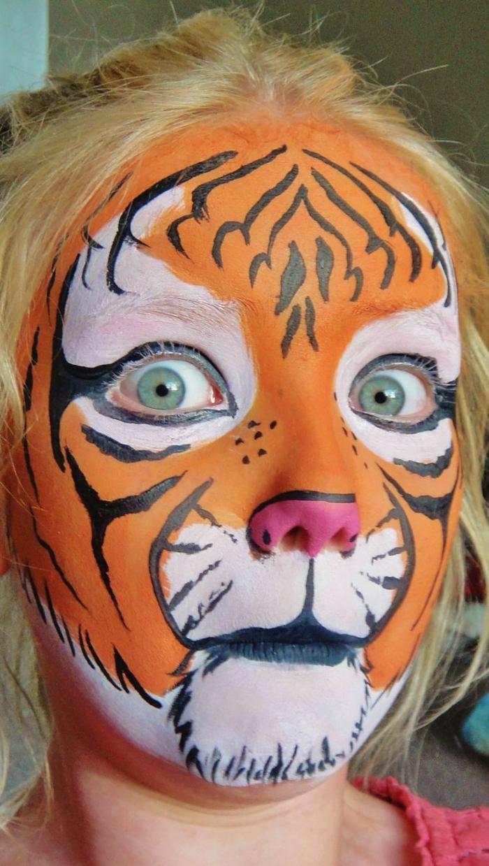 maquillage chat fille, visage tête de tigre mignon, fille maquillée pour halloween