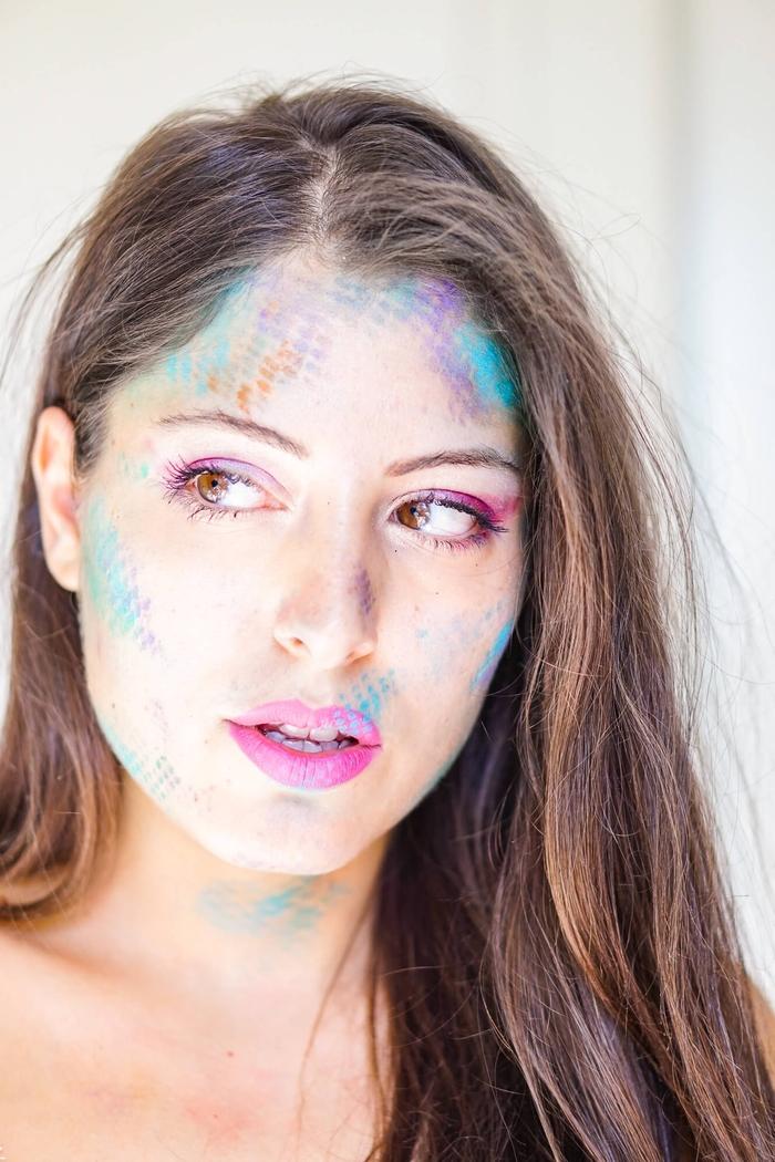 comment réaliser facilement un maquillage halloween femme sirène à l'aide d'un filet