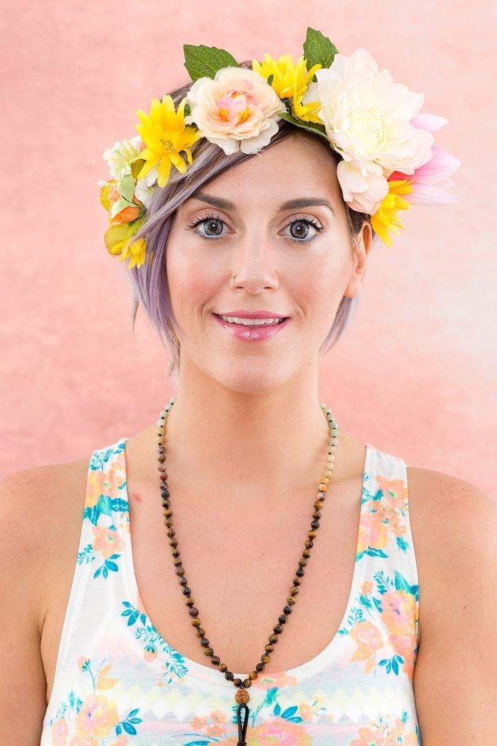 un maquillage pour halloween facile à réaliser avec des produits make-up que chaque femme a dans sa trousse, maquillage inspiré de l'effet couronne de fleurs de snapchat