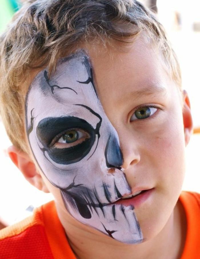 maquillage halloween garcon, maquillage enfant sur la moitié du visage