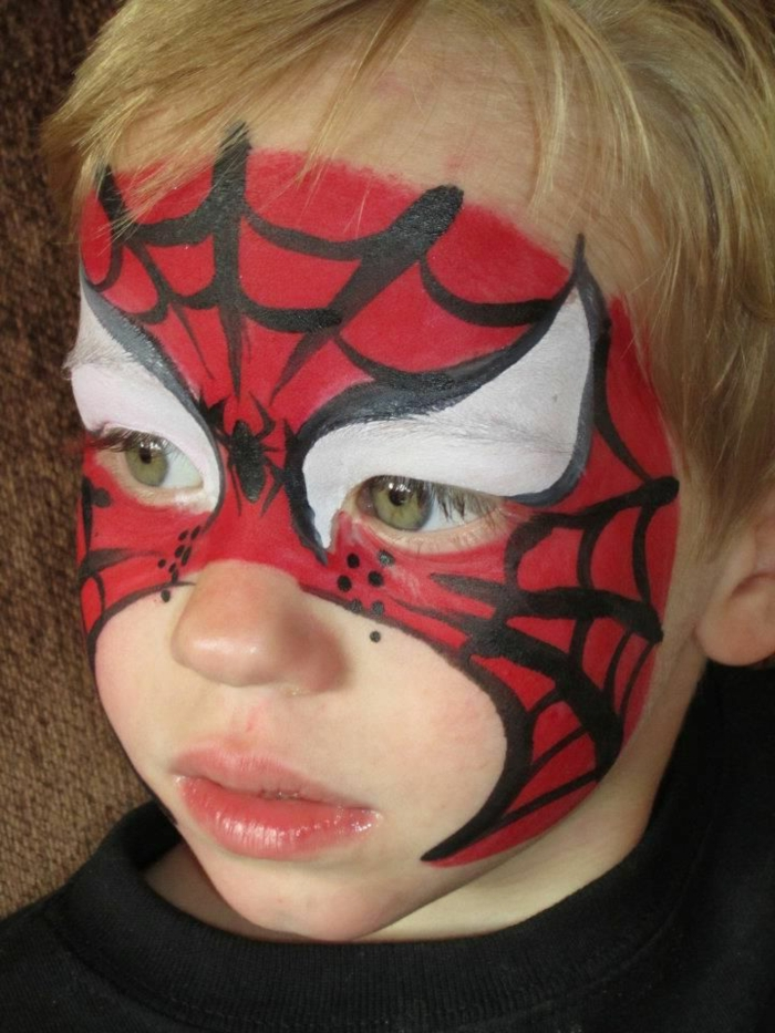 maquillage halloween garcon, maquillahe spiderman original en rouge et noir