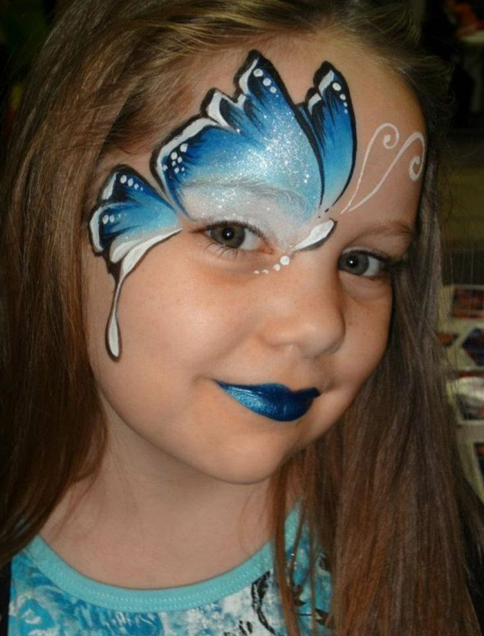 maquillage papillon, maquillage féérique petite fille en bleu et blanc lumineux