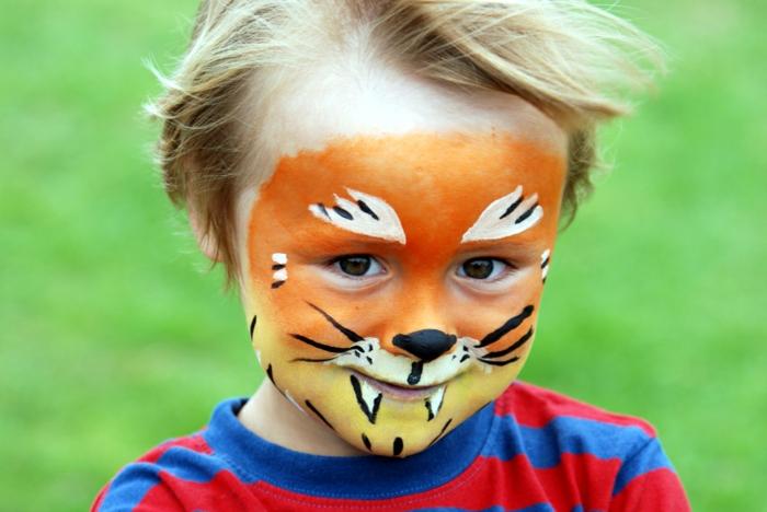 maquillage pour enfant, visage mignon garçon avec peinture originale