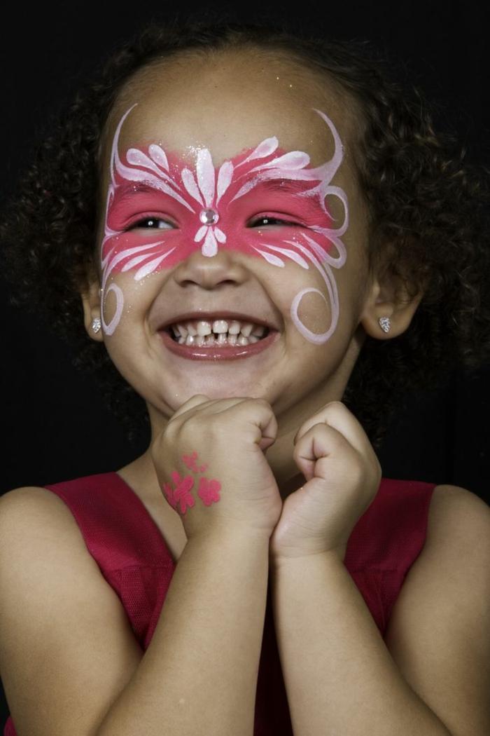 maquillage pour petite fille, maquillage raffiné pour fille en rose et blanc