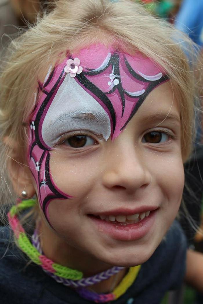 maquillage pour petite fille, toile d'arraignée en rose et blanc, peinture pour visage