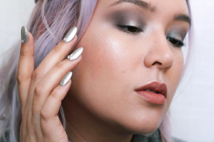 maquillage reine des neiges, cheveux couleur galaxy, veris silver avec paillettes autocollantes