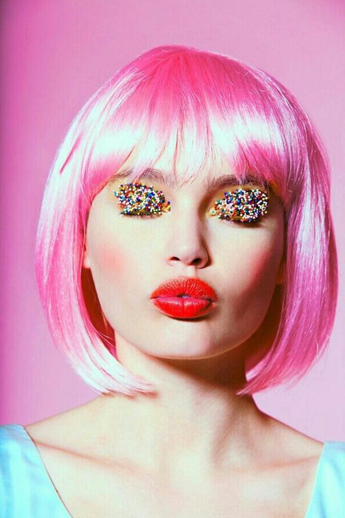 comment se maquiller les yeux avec des délices de patisserie trendy et coloré avec des lèvres en rouge orangé