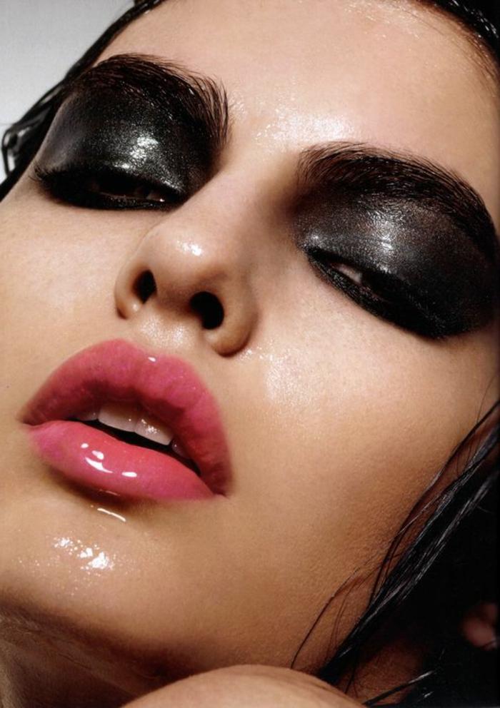 comment se maquiller comme une femme fatale yeux fard noir effet glossy mouillé et des lèvres glossy rose