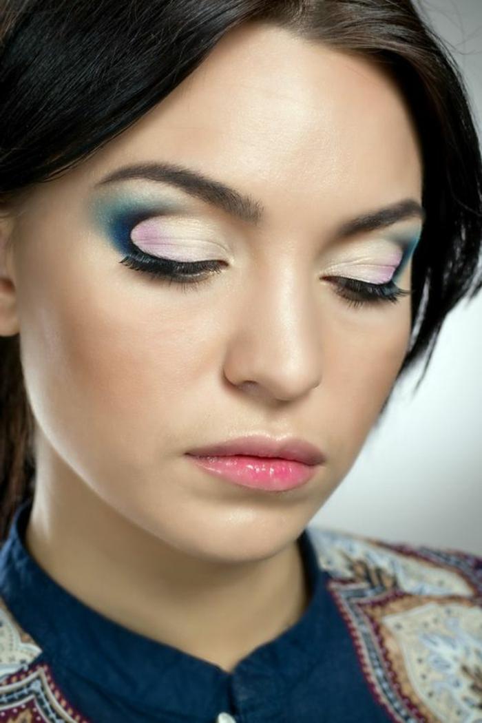 maquillage yeux marrons en couleurs pastels rose et bleu avec lèvres au gloss en rouge pale