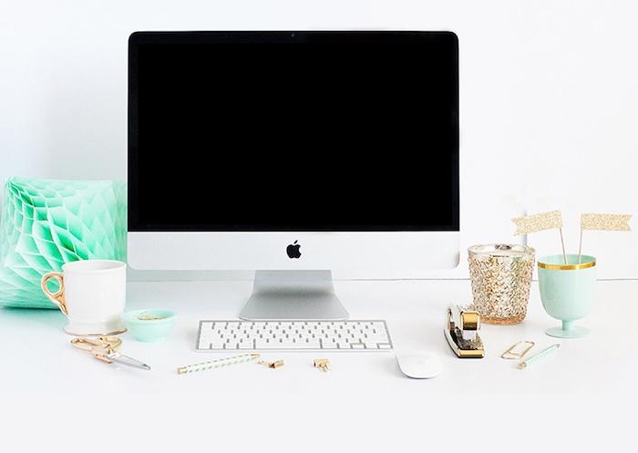 accessoires de bureau originaux, déco espace de travail en blanc or et vert, objet diy origami en vert