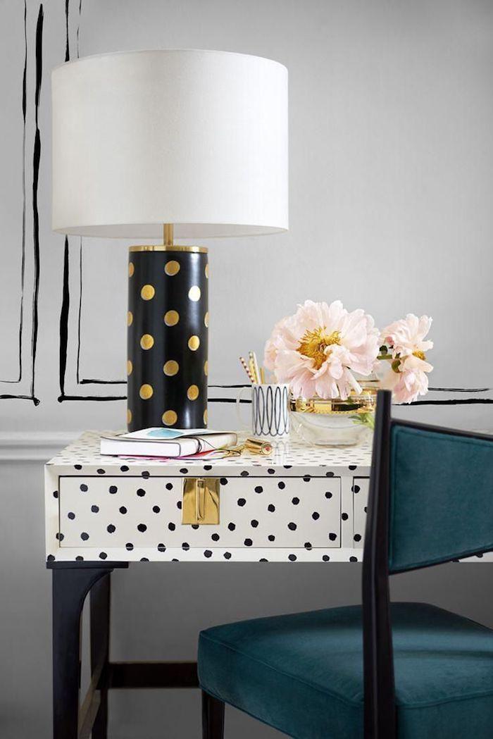 travailler de chez soi, idée comment customiser son bureau en bois ancien avec papier autocollant