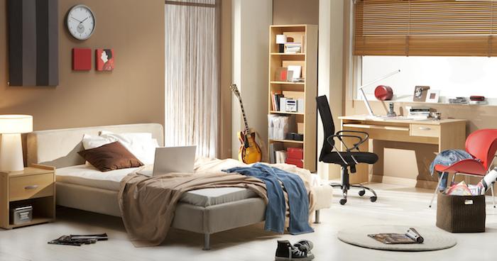 chambre ado, décoration intérieur en couleurs neutres, murs peints en taupe et plancher en bois peint blanc