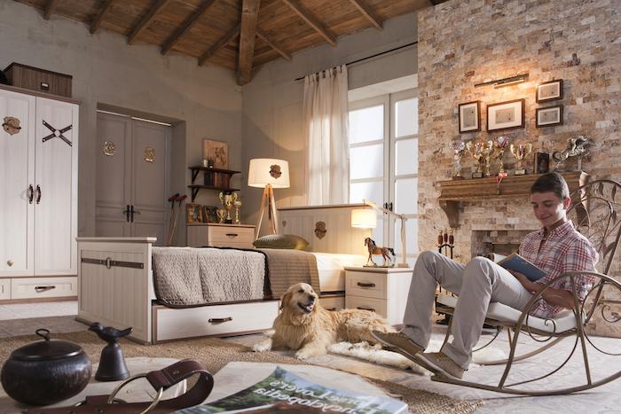 idee deco chambre garcon, intérieur rustique avec murs en pierre et béton, grandes fenêtres à carreaux blancs