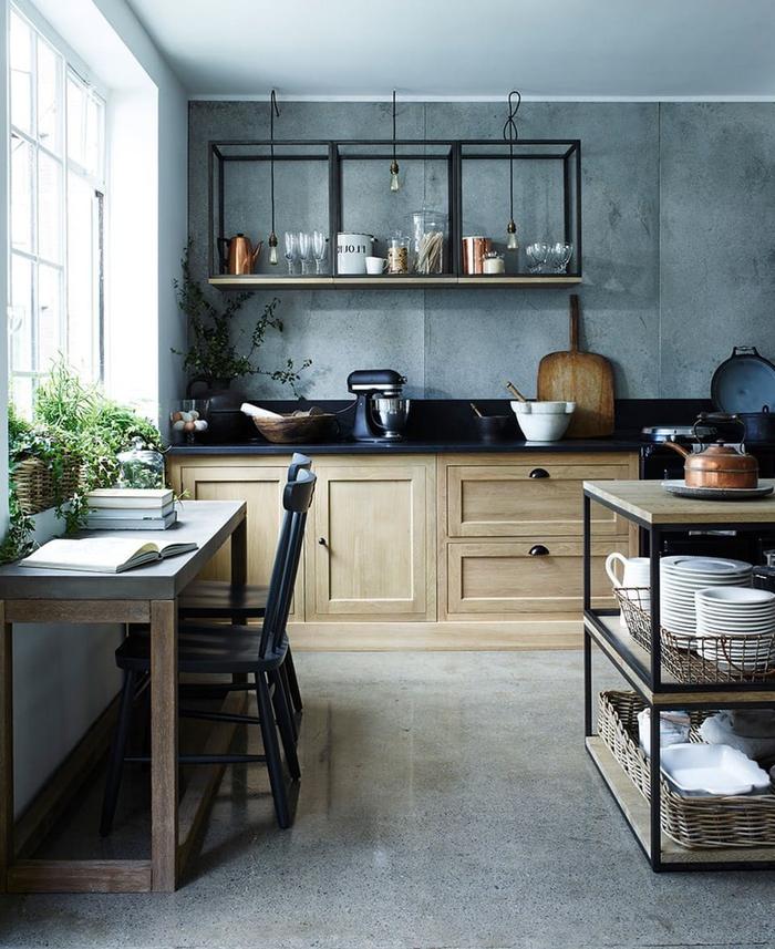 deco industrielle dans une cuisine style campagne qui ose associer les matériels bruts et les éléments rustiques