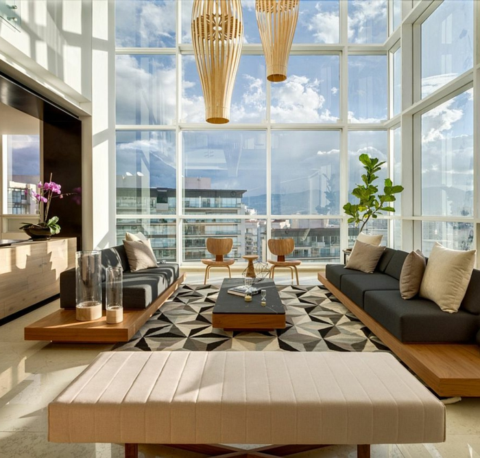 meubles contemporains, appartement avec une vue splendide, plafonnier en matière naturelle, tapis géométrique, équipement style minimaliste