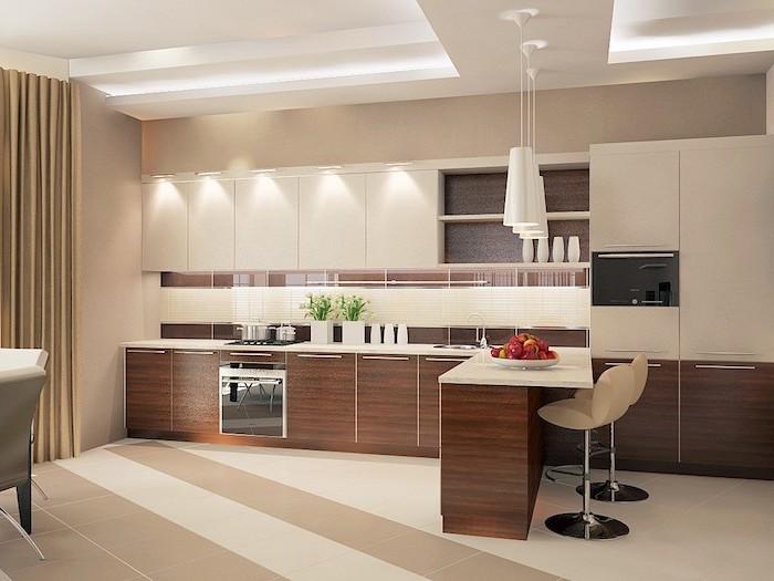 agencement cuisine, grandes fenêtres avec rideaux longs en beige, plafond suspendu avec éclairage led et lampes suspendues blanches