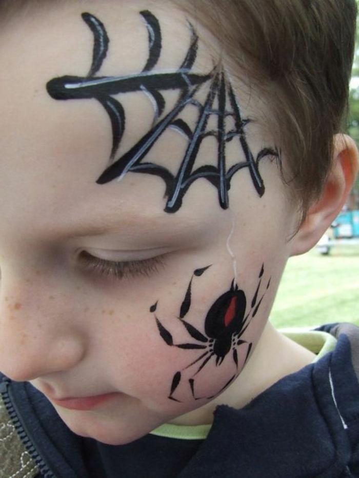 modele maquillage enfant, arraignée et toile d'arraignée illustrés sur le visage