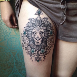 Tattoo cuisse – 48 tatouages de caractère