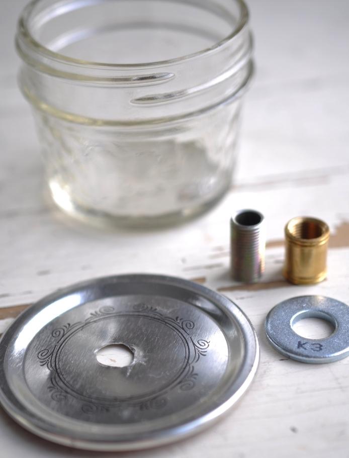 des bocaux en verre recyclés et transformer en lampes à huile vintage, tuto facile et rapide de montage dune lampe à huile