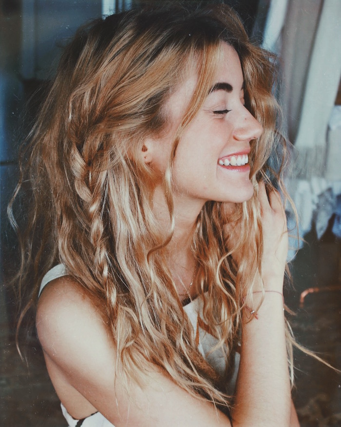 coupe cheveux look grunge femme tresses