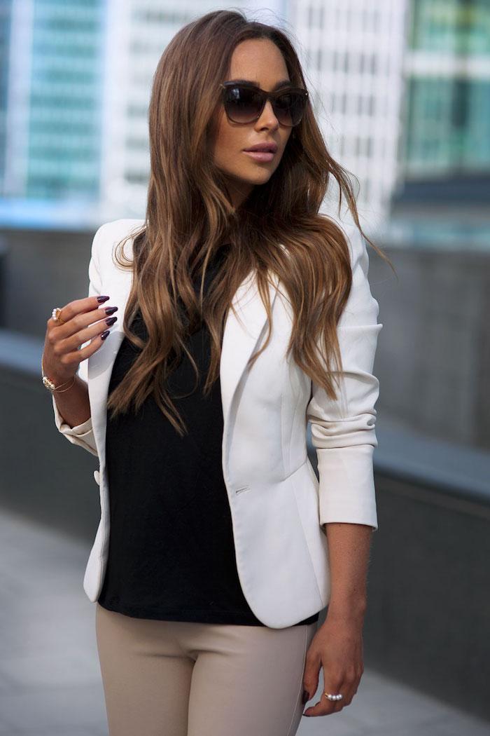 1001 tenues inspirantes pour savoir que mettre avec un pantalon beige - Quelle couleur avec le marron ...