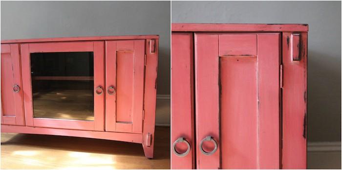 patine meuble rouge, avec des poignées vintage, idée comment relooker une commode ancienne