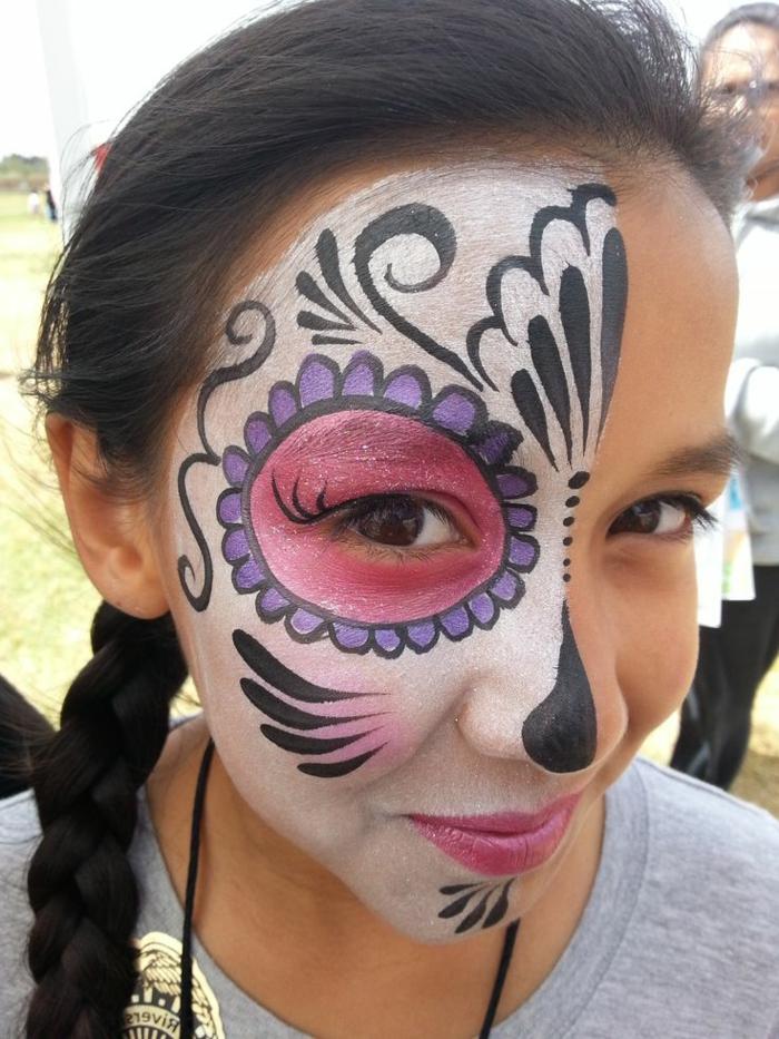 peinture visage, fille avec maquillage asymétrique, déguisement chouette à faire soi-même