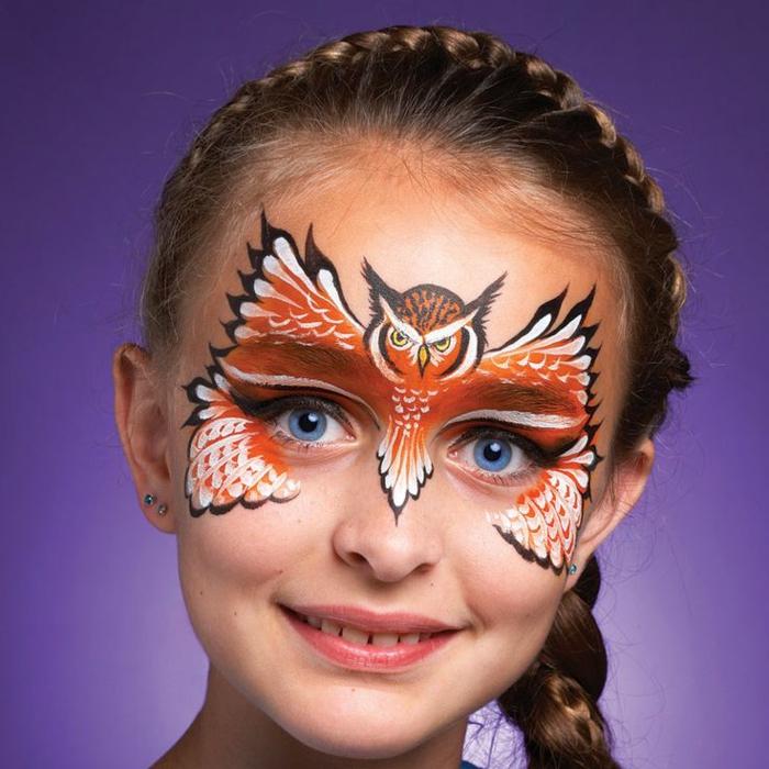 peinture visage, peinture hibou sophistiqué juché sur le visage d'une petite fille