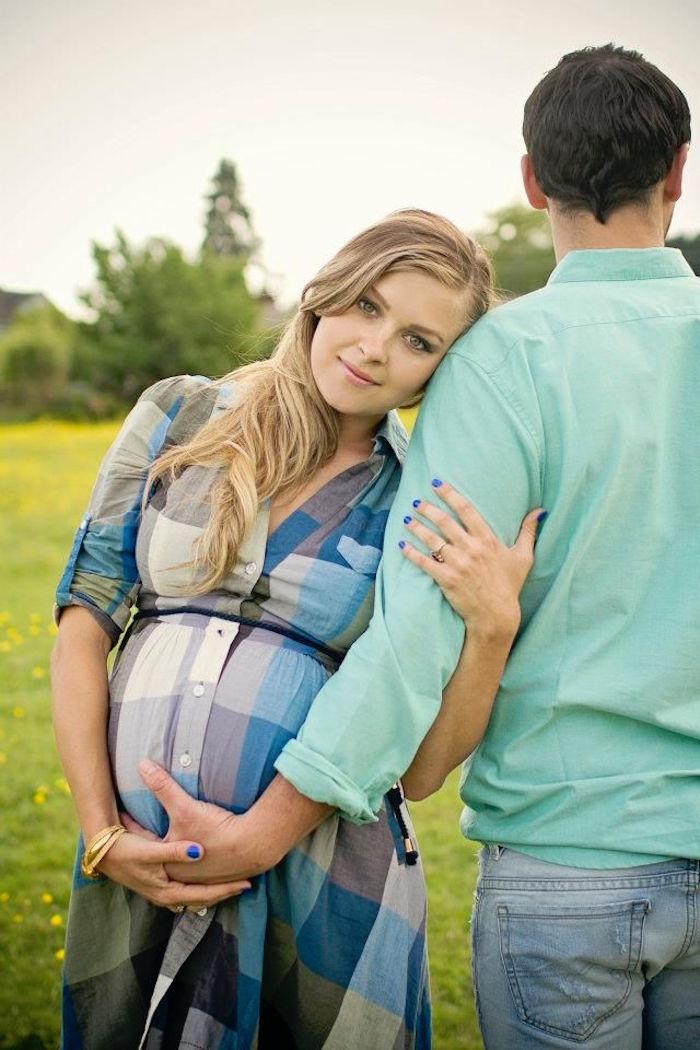 photo femme enceinte en couple pour annonce naissance