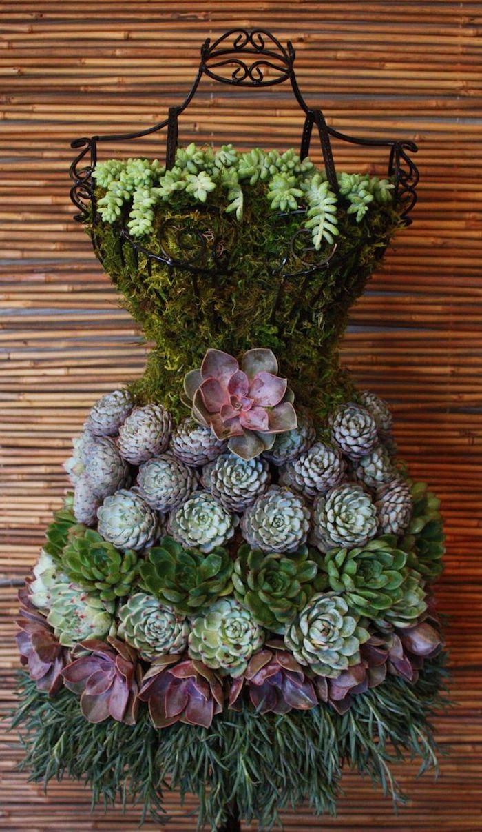 projet diy pour femme, art de jardinage avec fer forgé et plantes succulentes, robe en fer forgé et fleurs vertes